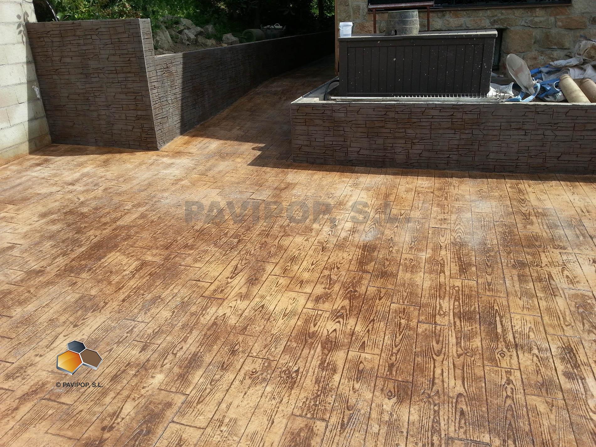 Fotos hormig n impreso imitaci n madera pavipop for Suelo cemento impreso